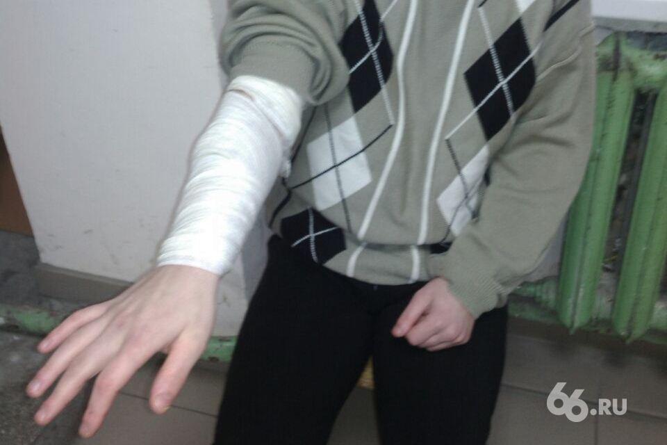 «Два года издевались»: мать подростка-инвалида жалуется, что ее сына избивали в интернате