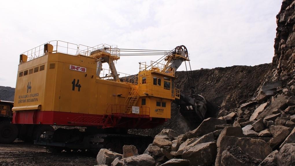 Стальные махины угольных разрезов: как уральские экскаваторы-гиганты сворачивают якутские горы
