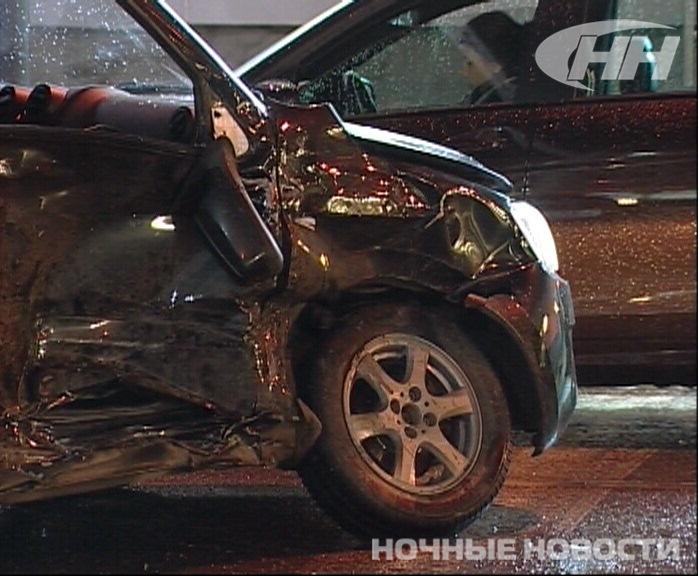 В центре Екатеринбурга водитель «Лады» устроил ДТП на перекрестке