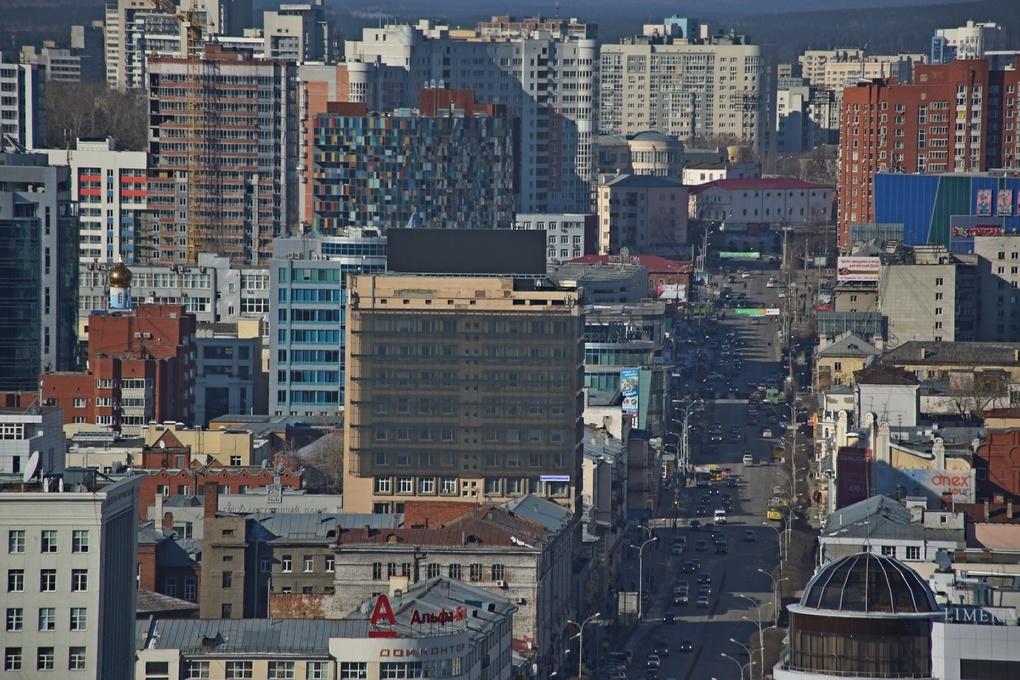 Крупнейший медиаэкран Екатеринбурга временно погас