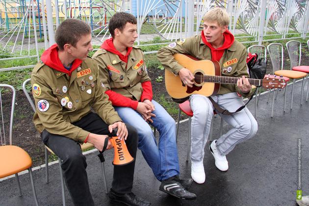 В «Академический» приехали студенты со всей России — поднимать целину