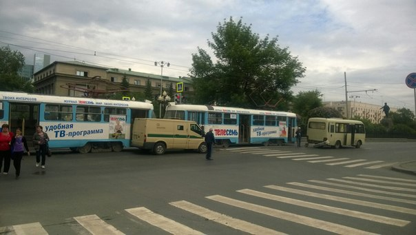 На Ленина столкнулись маршрутка, трамвай и инкассаторская машина