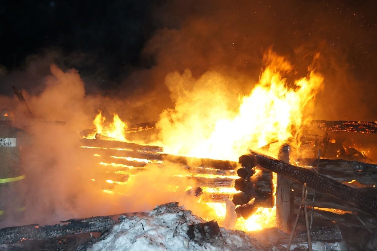 Возможен поджог: при пожаре в Нижнем Тагиле погибли трое мужчин
