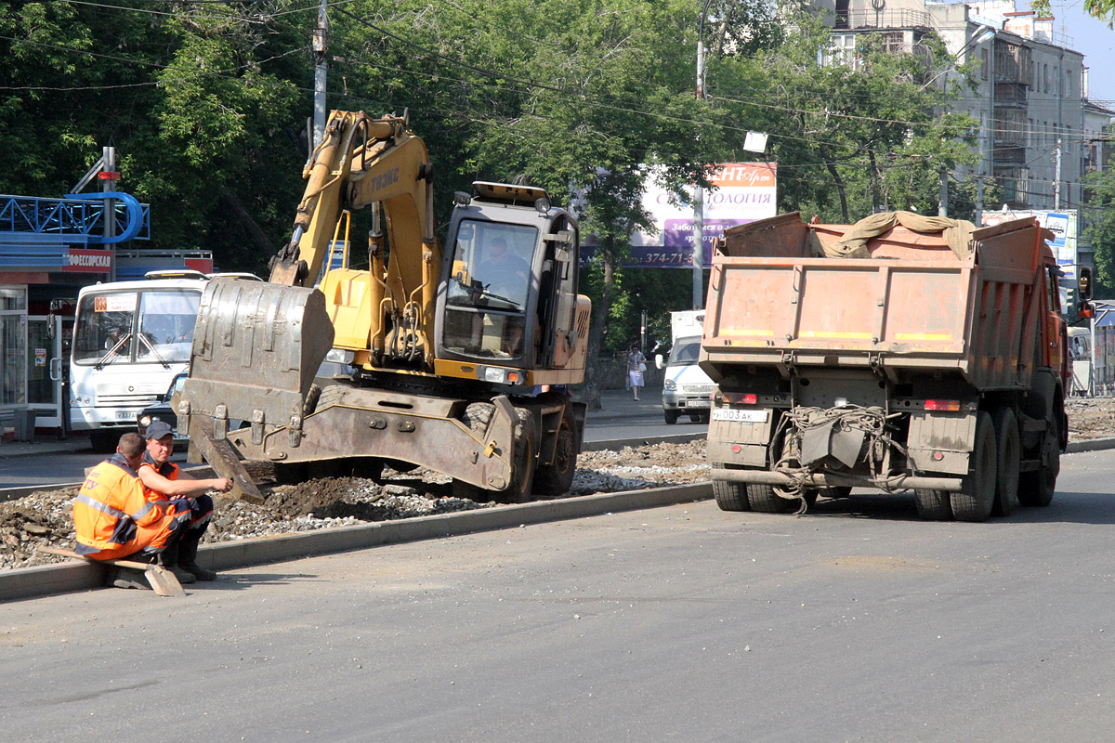 Мэрия внезапно заметила, что дорогу на Степана Разина не ремонтируют два месяца