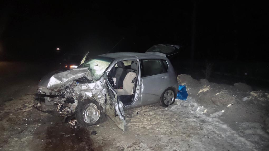 На трассе под Березовским лоб в лоб столкнулись «Волга» и Chevrolet