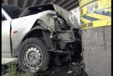 На Московской — Фурманова Priora врезалась в Fiat и улетела в забор