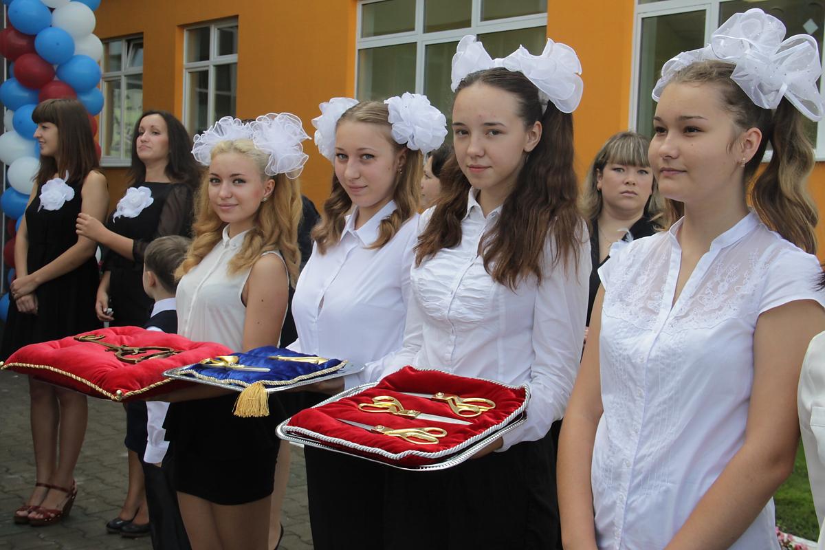 В «Академическом» открыли школу с бассейном и театральной сценой