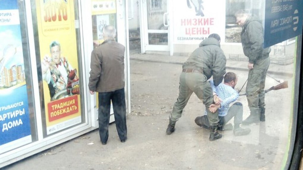 НаВторчермете полицейские задержали нетрезвого мужчину сружьем