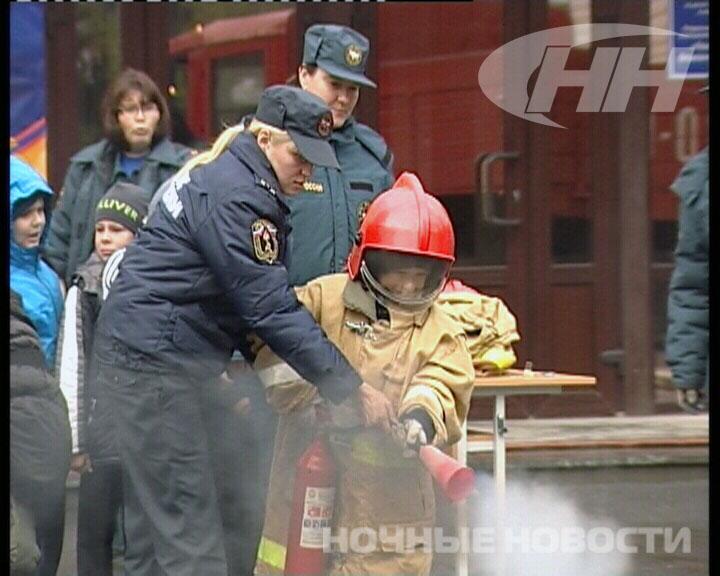 Свердловские спасатели провели для школьников день отрытых дверей