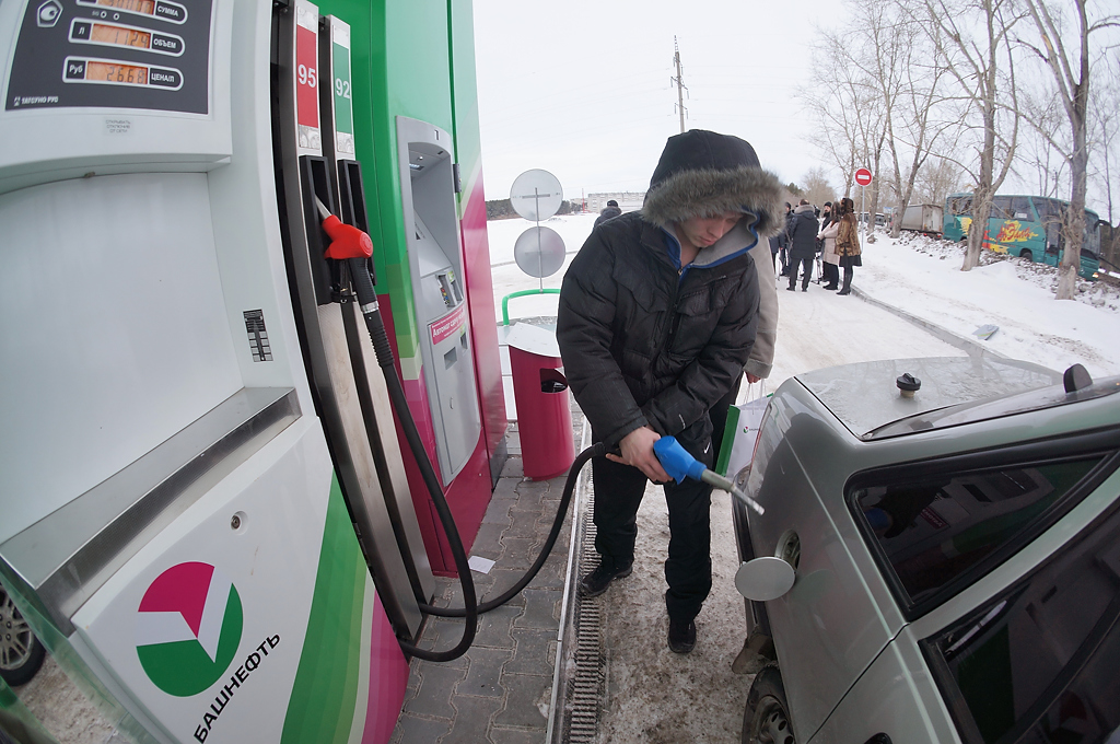 Дмитрий Панюков: Рост цен на бензин мы размазываем на год. Иначе — бунт