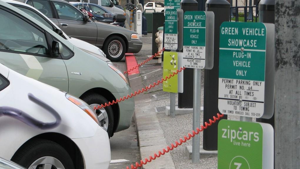 Собственников  электромобилей предлагают освободить от налогового сбора натранспорт