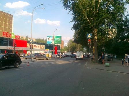 В Екатеринбурге иномарка сбила школьника-велосипедиста
