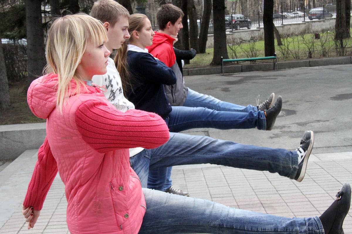 Екатеринбургские школьники учатся нести вахту у Вечного огня