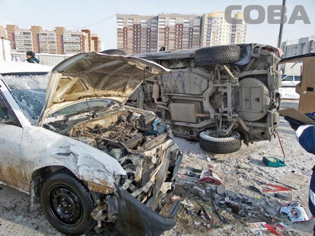 В аварию у «Карнавала» попало пять машин, четыре человека пострадало