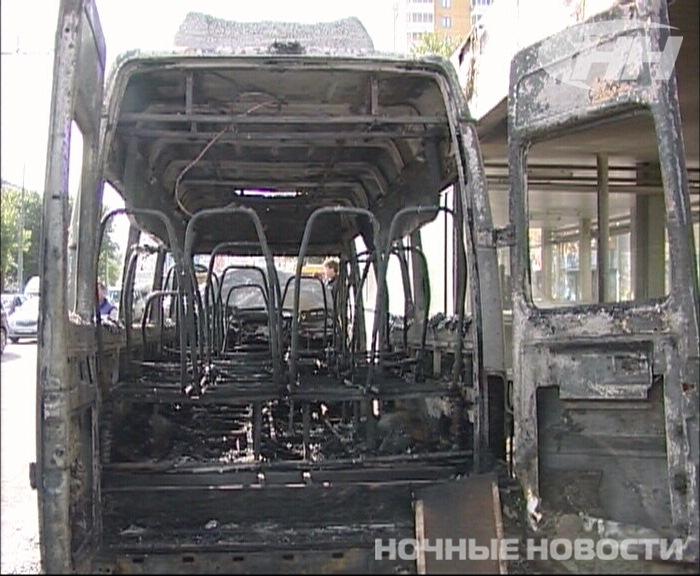 Маршрутка возле «Ботанической» сгорела за пять минут