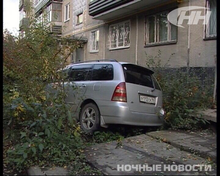 На Белореченской автомобилист отправил машину в кусты