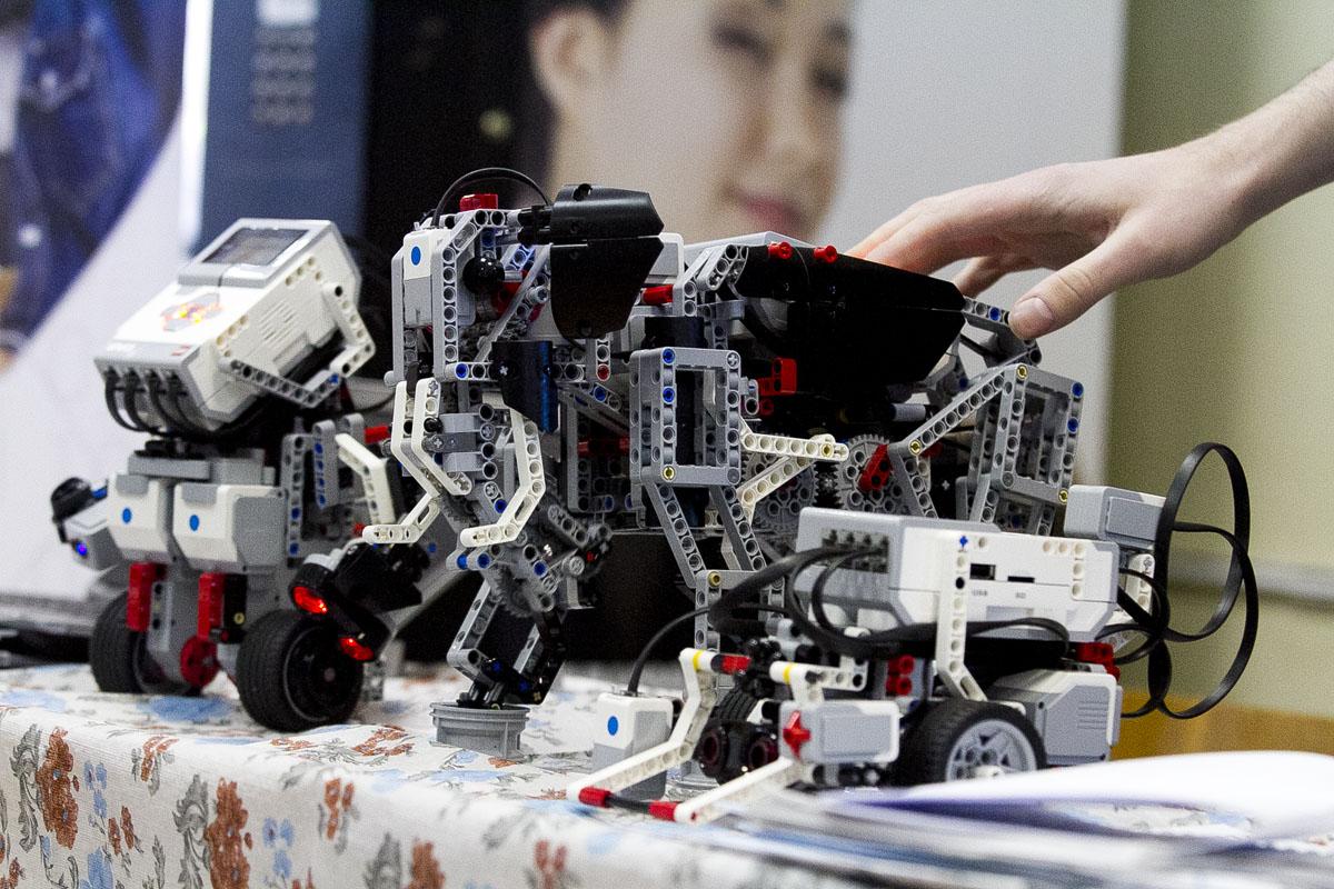 Современная школа: электронные доски вместо мела, роботы вместо компаса