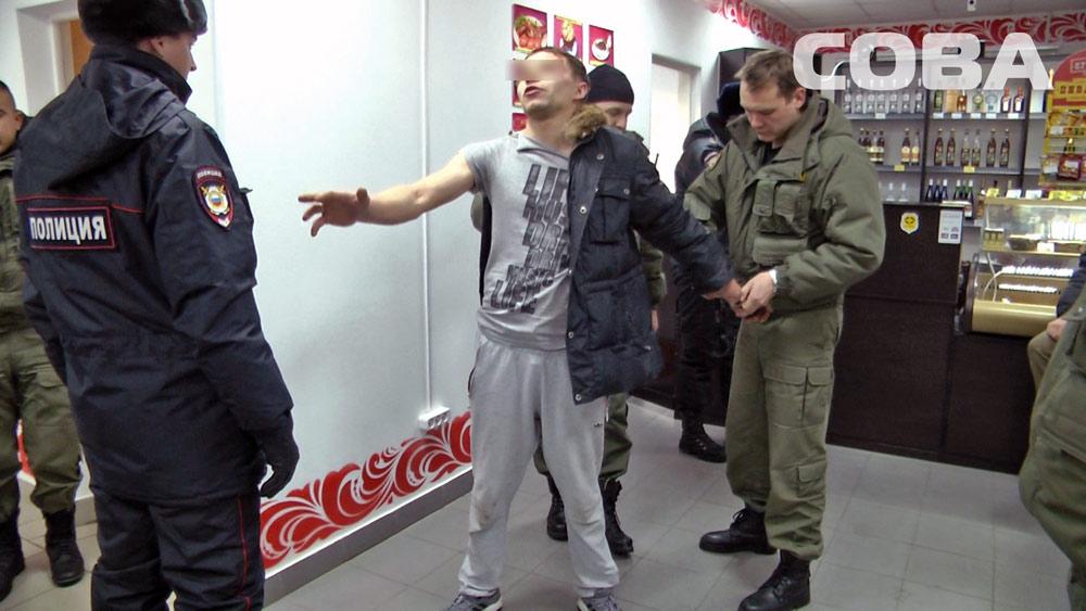 В кафе в Академическом задержали пьяного «героя района»