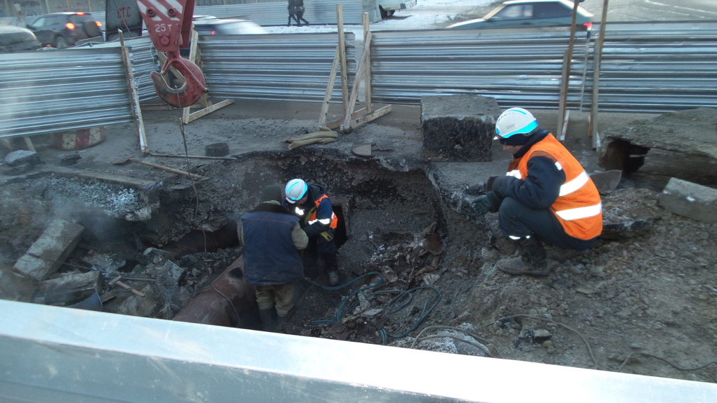 Коммунальная авария оставила жителей 50 домов на ВИЗе без тепла и горячей воды