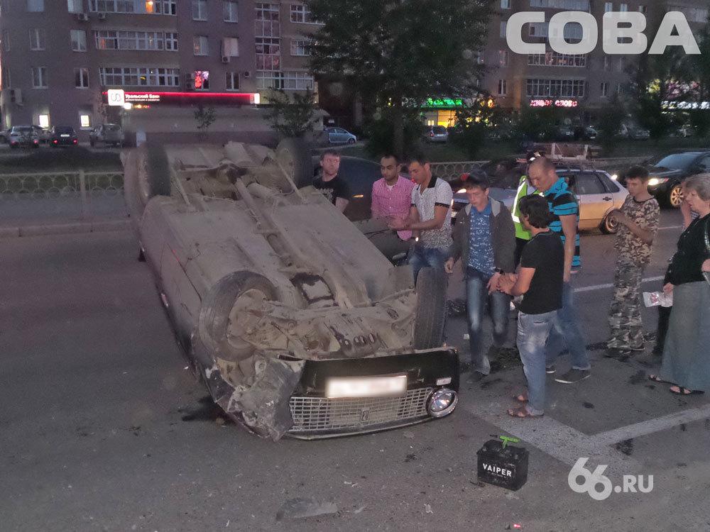 На Токарей «копейка» встала на крышу после столкновения с Renault