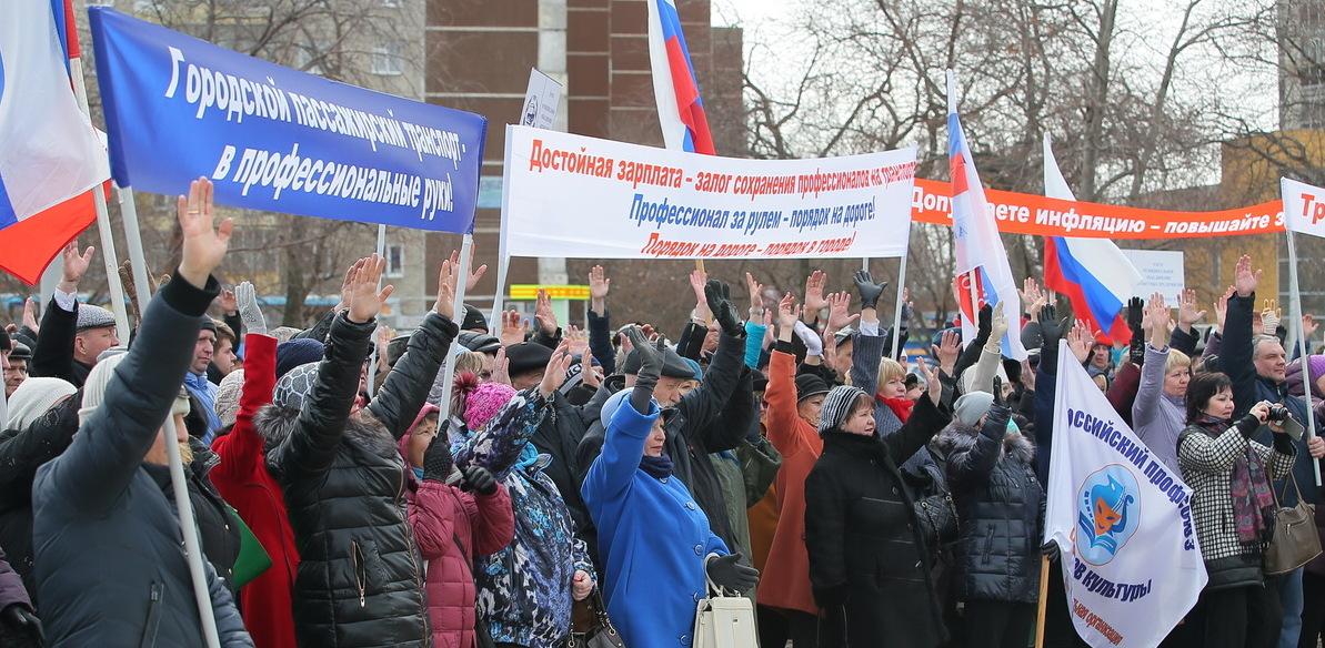«Мы ведь живые люди!» Водители и кондукторы Екатеринбурга потребовали у мэрии денег на еду
