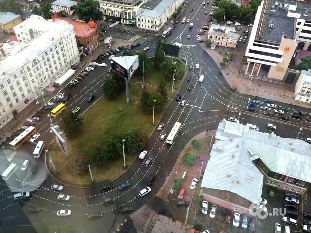 Дорожники освежили разметку на 150 улицах Екатеринбурга