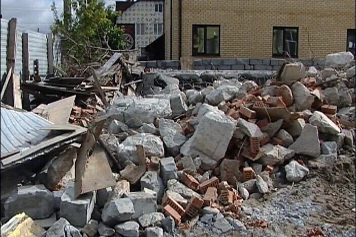 На Хасановской снесли нелегально строящийся жилой дом