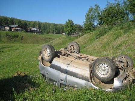 В поселке Арти Chevrolet Niva улетел в овраг