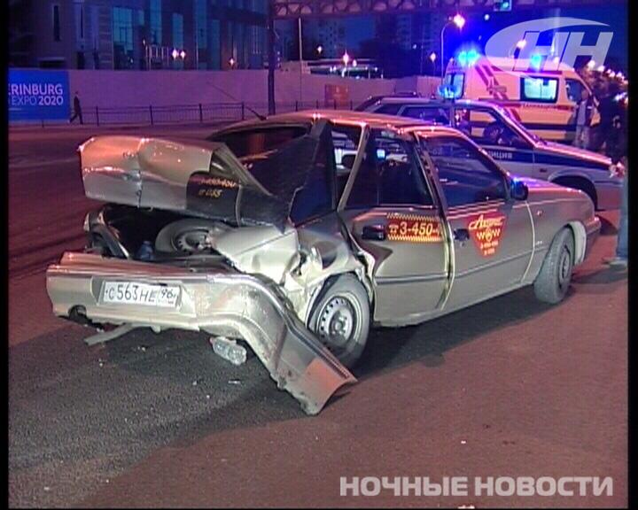 ВАЗ протаранил такси в Екатеринбурге