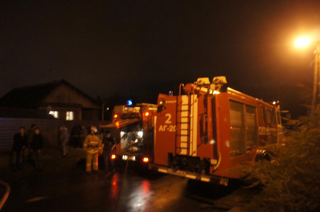 В столице Урала на пожаре в частном доме погибли трое