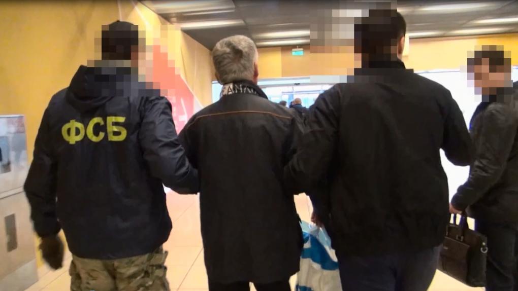 ФСБ и СК провели обыски в четырех управляющих компаниях города по делу о слежке за Виталием Кочетковым