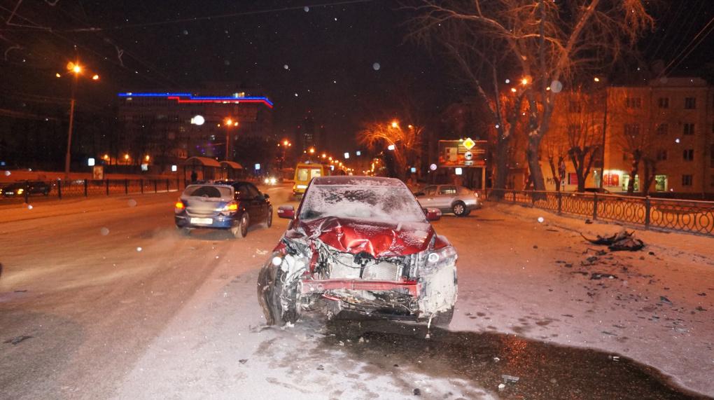Водитель Renault устроил тяжелое массовое ДТП на Челюскинцев