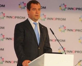 Медведев пообещал промышленникам много денег