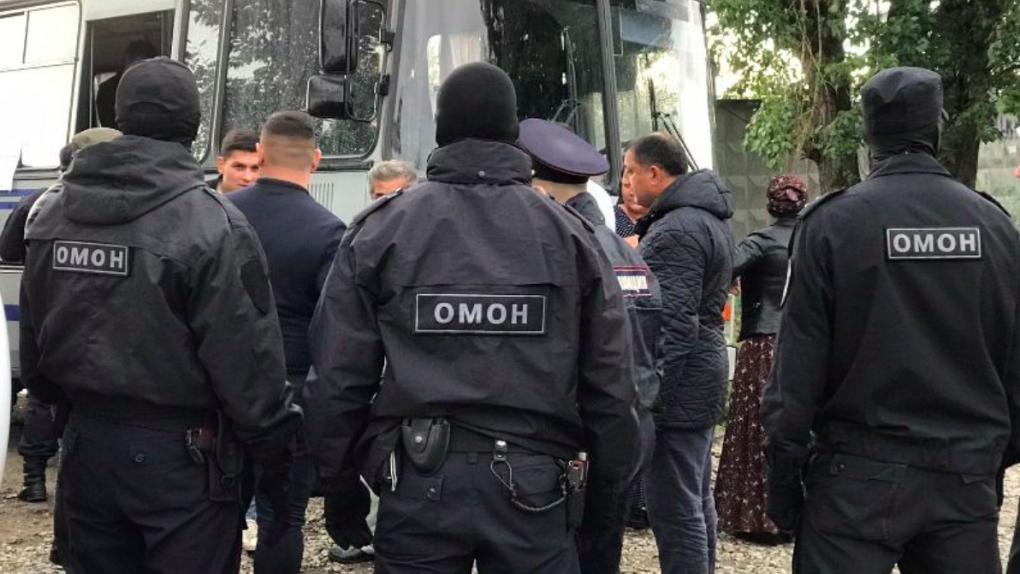 ОМОН задержал в Цыганском поселке 20 человек. Итоги спецоперации