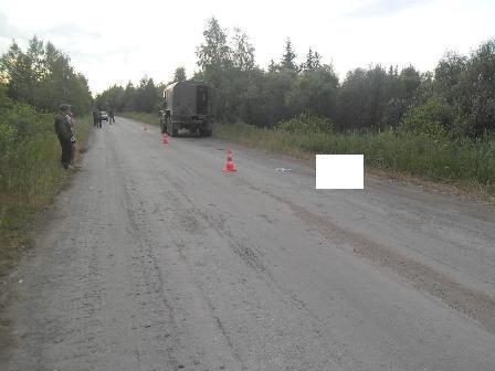 В Ирбитском районе мужчина выпал из грузовика и погиб