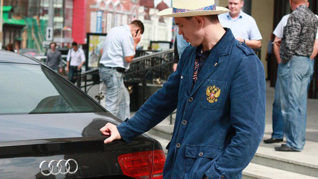 Работники свердловской государственной автоинспекции наказаны зато, что отобрали машину убоксера