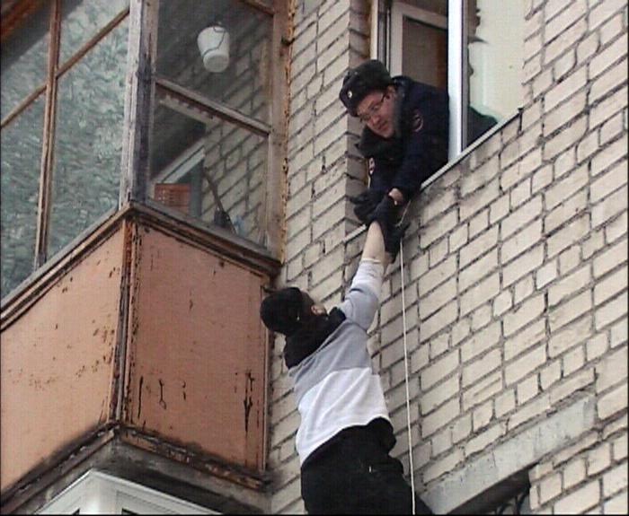 Екатеринбуржцы спасли пьяного «альпиниста», отправившегося за опохмелом