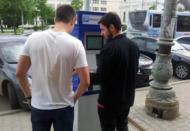 ФАС выяснит, как в Екатеринбурге умудрились установить паркоматы за два дня