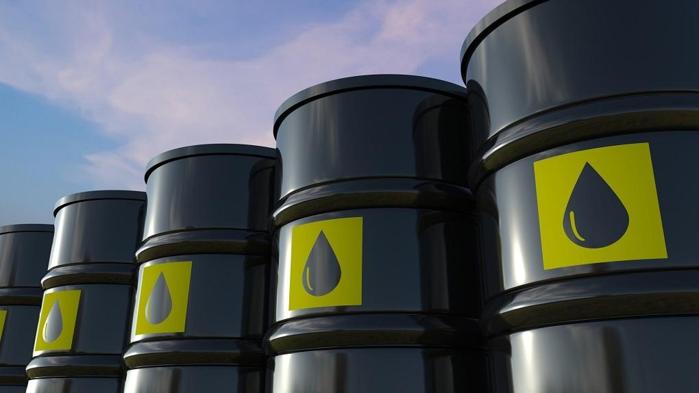 Страны ОПЕК+ договорились нарастить добычу нефти на 400 тысяч баррелей в сутки. Что это значит для России