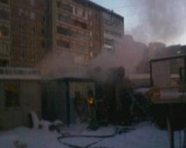 В строительном вагончике на Менделеева сгорели три человека