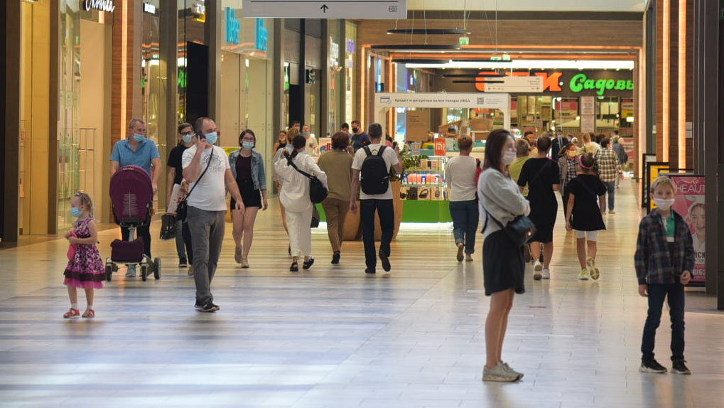 В Екатеринбурге открыли торговые центры после длительного перерыва. Как проходит первый день работы