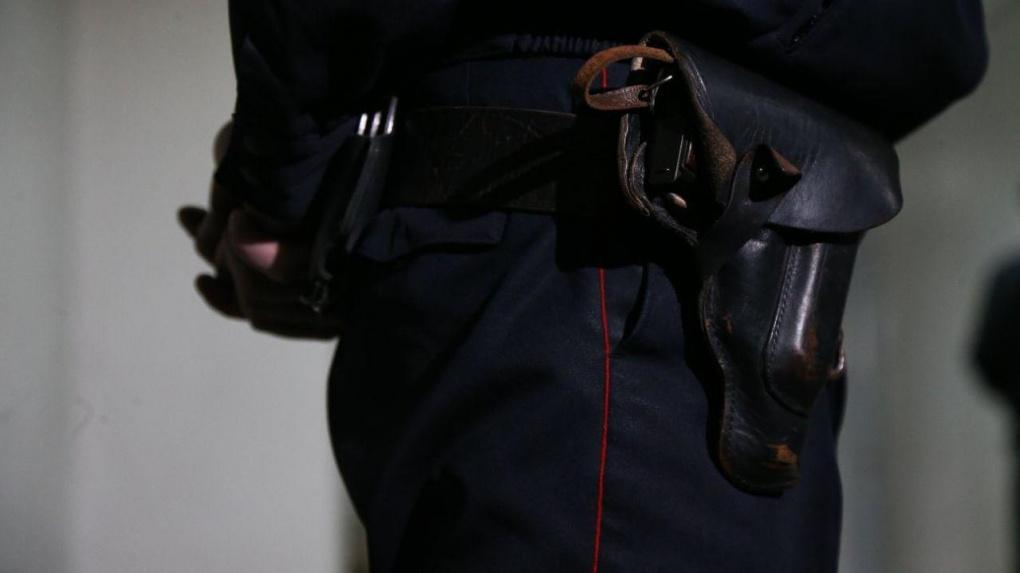 Он обещал вернуться: семья с Сортировки просит полицию арестовать соседа, который напал на них с ружьем