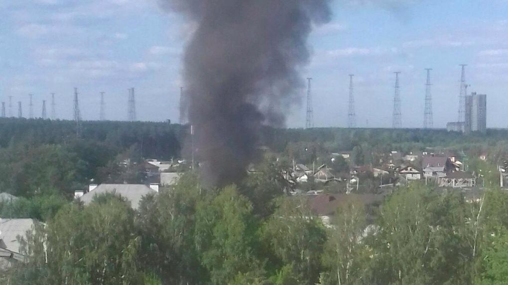 Из-за тополиного пуха и жары в Екатеринбурге за день произошло несколько пожаров