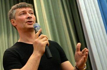 Евгений Ройзман высказался против возвращения Краснознаменной группы