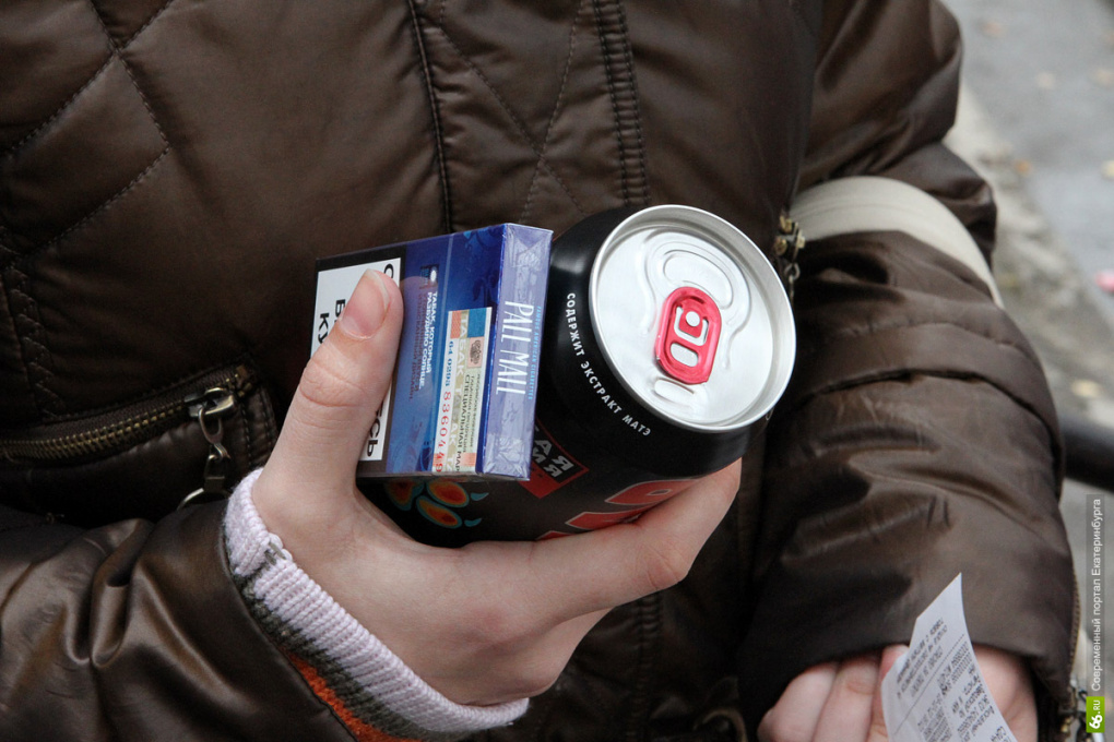 Житель Каменска-Уральского устроил пьянку с семиклассницами