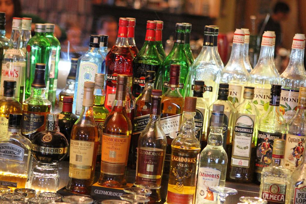 Правительство РФ позволит торговать алкоголем у школ