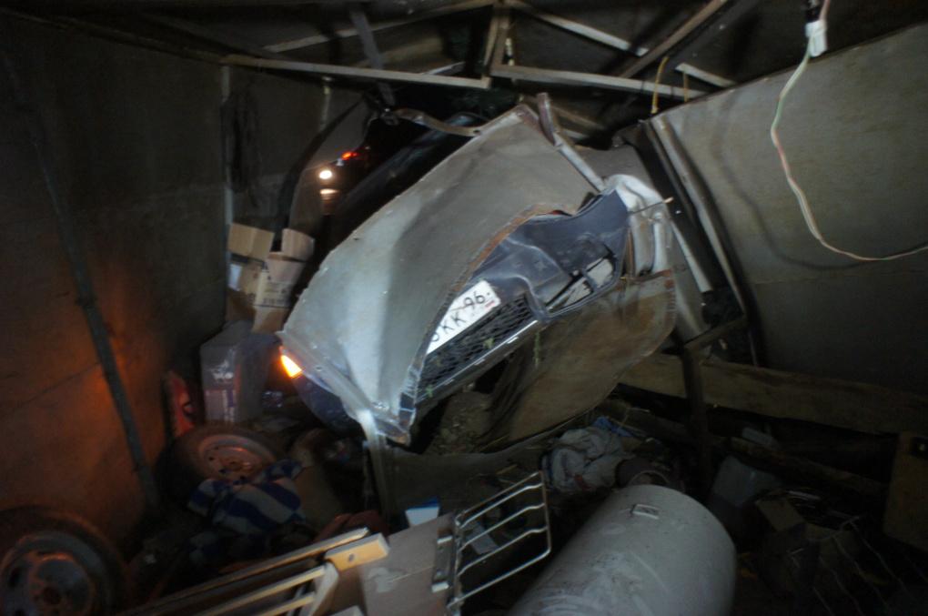 В Сысерти Audi несколько метров протащил на себе девушку