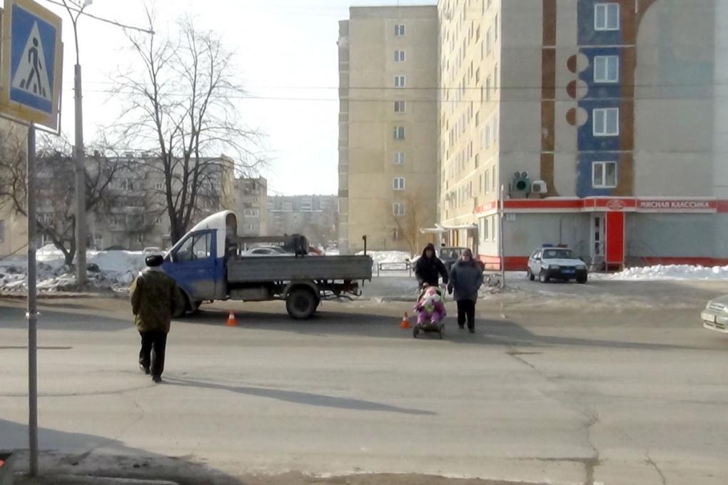 В Каменске-Уральском ГАЗ сбил женщину и ребенка