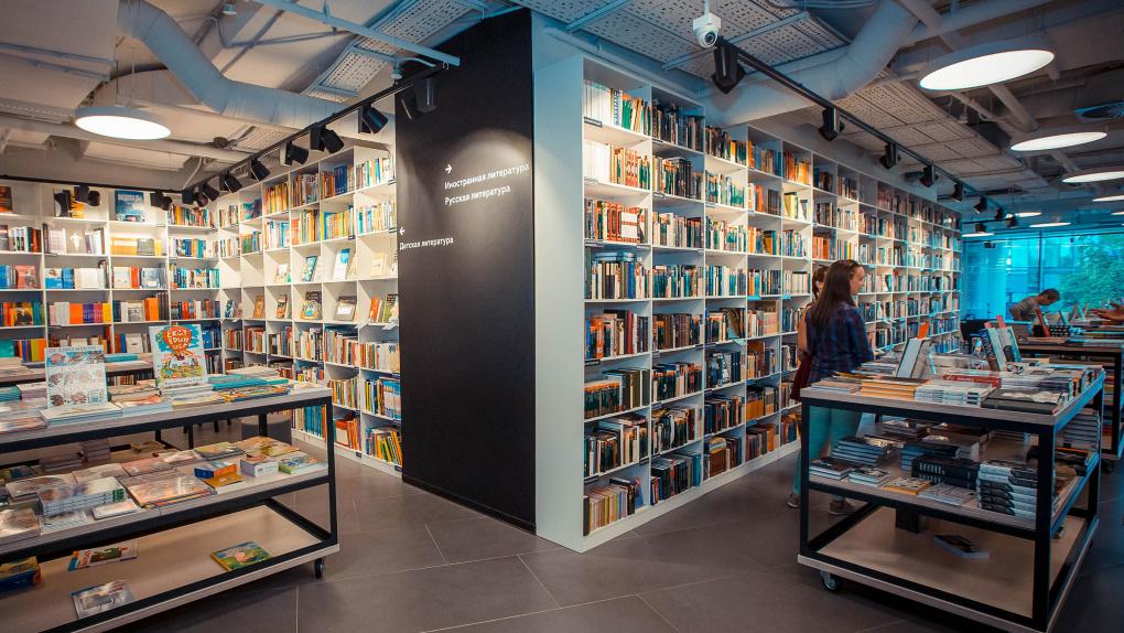 Издательства отзывают из магазинов Екатеринбурга книги с портретами Адольфа Гитлера и других нацистов