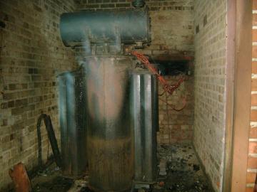 В Первоуральске 12 домов остались без света из-за пожара на подстанции